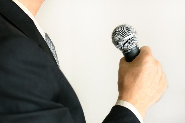 大勢の人前で話す時には、かしこまった挨拶も必要になってきます。