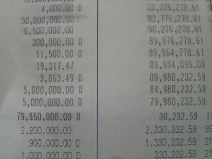 銀行通帳のピリオドとカンマは日本と同じです。