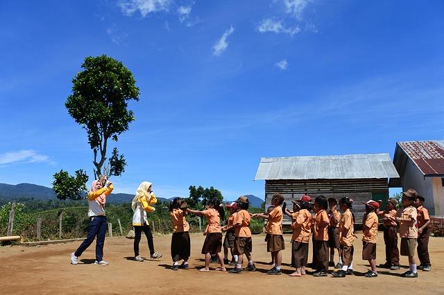 子どもたちは先生のことを「Bu」、「Buだれだれ」、「Bu guru」などと呼びます。