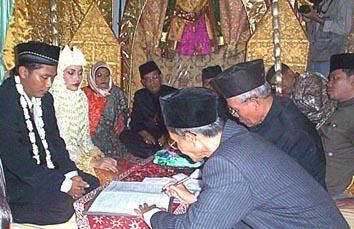 挙式における婚姻契約。宗教事務所の役人に来てもらう。