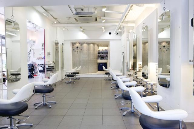 日本人の美容師さんのところしか行ったことがないですか?